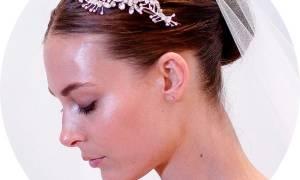 Прическа на свадьбу на средние редкие волосы. Причёски на средние волосы на свадьбу: фото и рекомендации стилистов