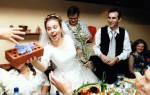 Что подарить лучшей подруге на свадьбу. Что подарить на свадьбу подруге. Hабор для фондю