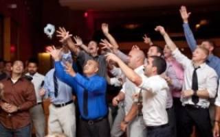 Повязка невесты на ногу своими руками. Свадебная подвязка своими руками – как создать незаменимый свадебный аксессуар? Как пошить широкую подвязку невесты своими руками из атласной ленты