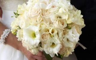 Невесты в платье розовый айвори. Букеты с гортензией. Сочетание с другими оттенками