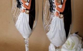 Декорирование фужеров. Украшенные свадебные бокалы в технике декупаж. Декор фужеров жениха и невесты лентами