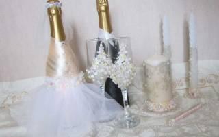 Как украсить свадебные бутылки шампанского. Как красиво украсить свадебную коробку для денег, бутылку шампанского, бокалы, свечи, арку, корзину для свадьбы самостоятельно своими руками: идеи, фото