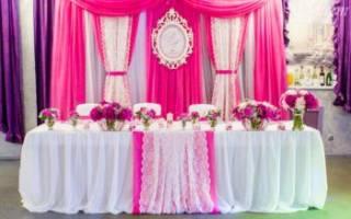 Украшение места молодых на свадьбе. Подготовка к свадьбе в деталях: украшение свадебного стола